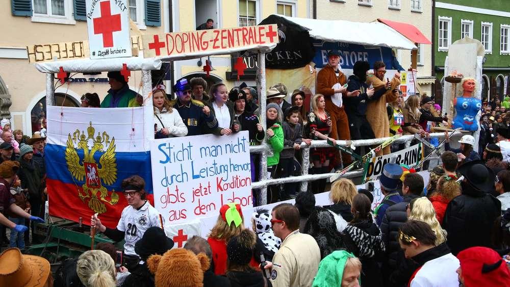 Faschingsumzug Schongau Gaudiwurm Von Putin Bis Zur Huhnergrippe