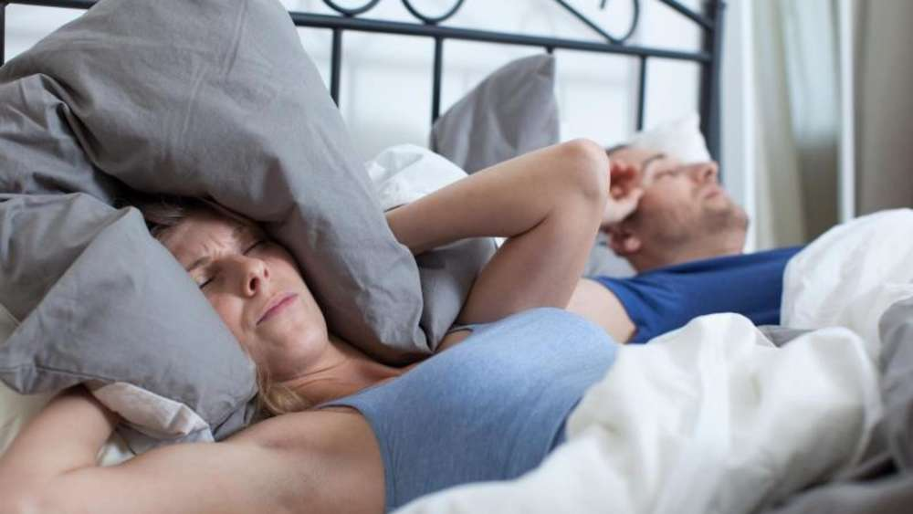 Schnarchen Wann Ist Das Geräuschvolle Atmen Ungesund Tipps Für