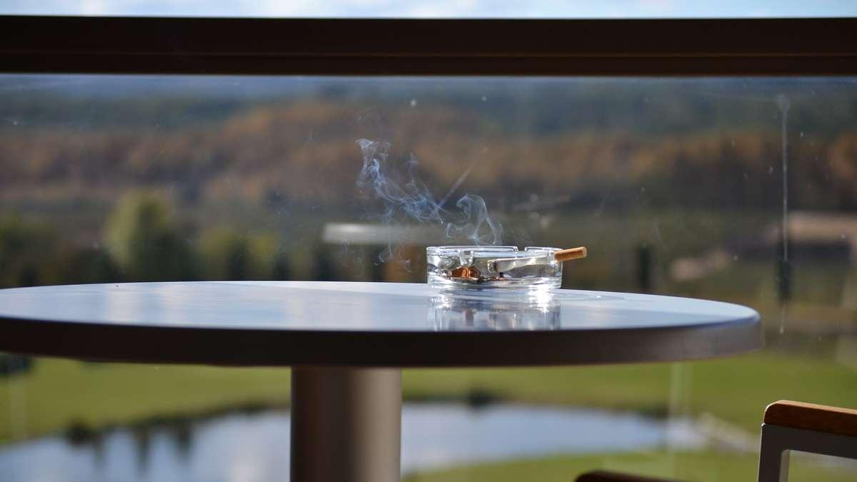 rauchen auf dem balkon welches recht haben mieter wohnen. Black Bedroom Furniture Sets. Home Design Ideas