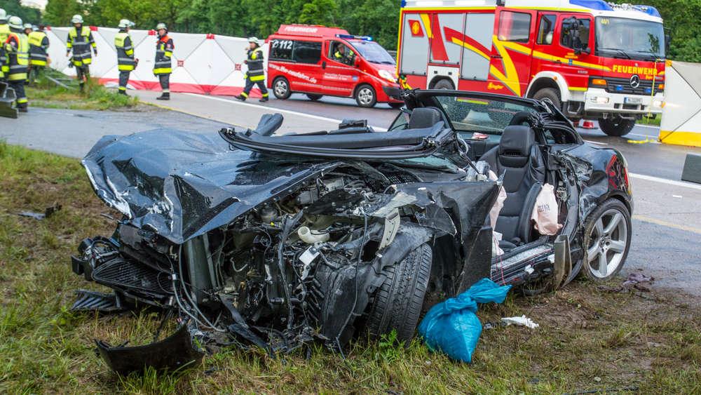 Schwerer Unfall auf A 95: Mercedes rast unter Leitplanke | Starnberg