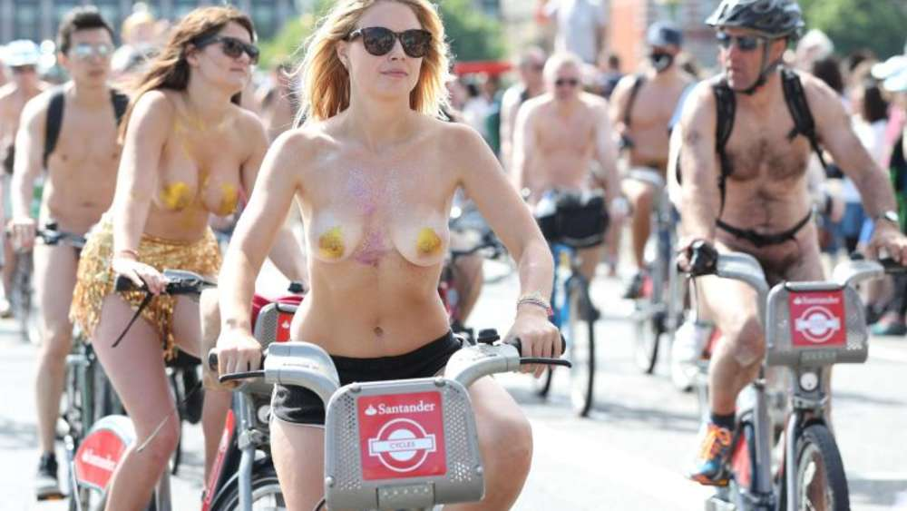 "Radfahrer beim ""World Naked Bike Ride"" in London. Foto: Jonathan Brady"