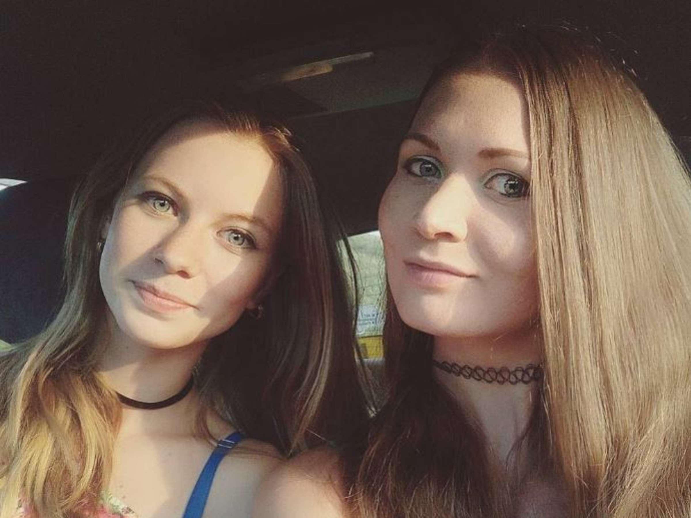 Dunkle Haare junge russische Mädchen