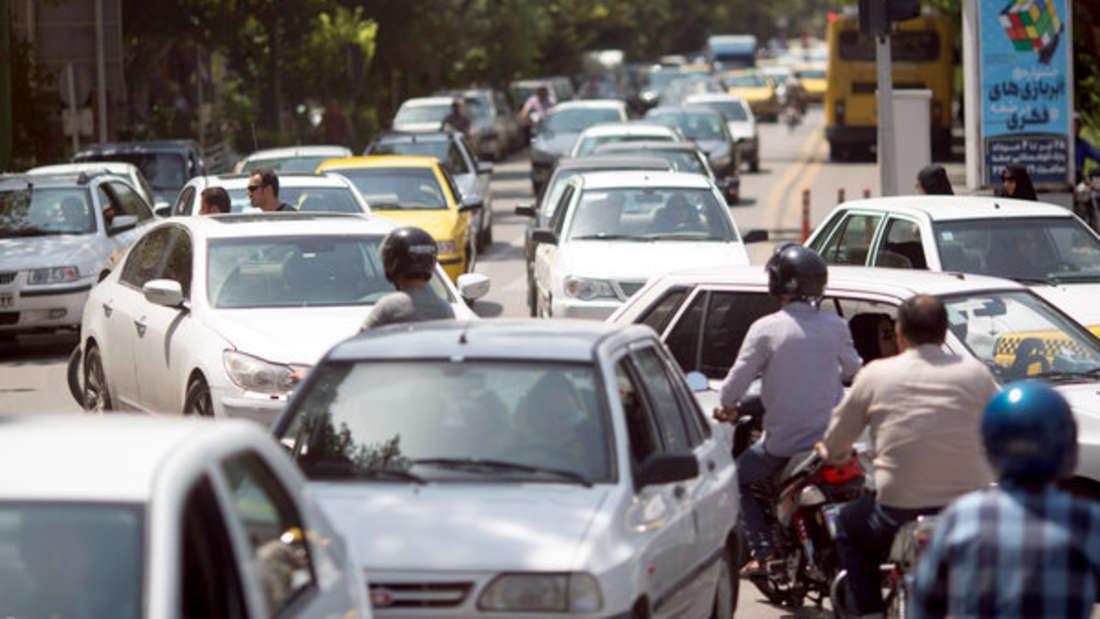 Schlechter Straßenbau, ungehaltene Autofahrer und keine Anschnallpflicht für Kinder sorgen im Iran ebenfalls für 32,1 Verkehrstotepro 100.000 Einwohner.
