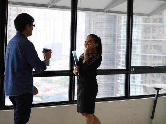 Verliebt in den Kollegen? Fünf Regeln für Turteltauben