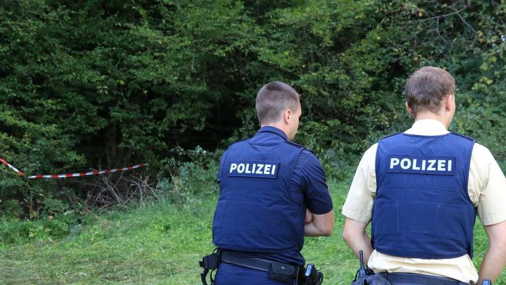Verstecktes Skelett im Wald: Handelt es sich um eine Vermisste? | Bayern