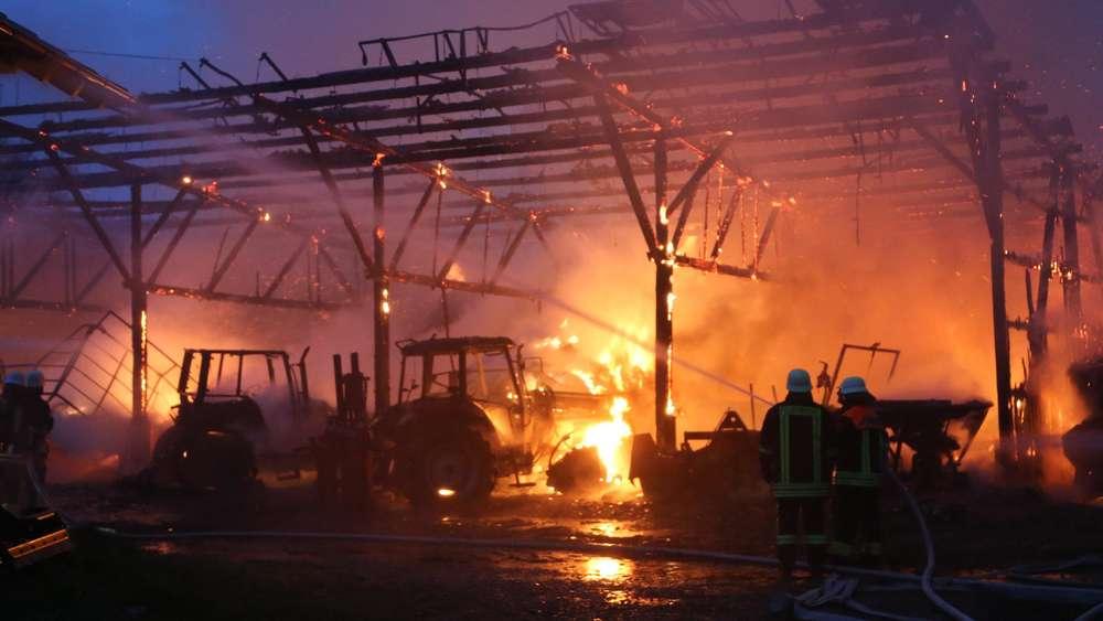Beliebt Bevorzugt Hoher Schaden bei Brand von Lagerhalle | Bayern &YE_89