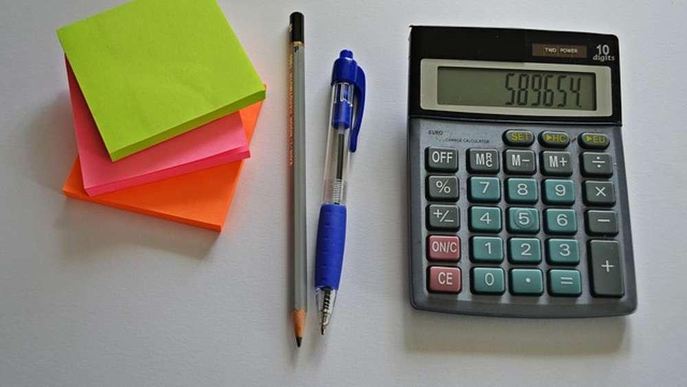 Wie Schreiben Selbständige Eine Rechnung Geld
