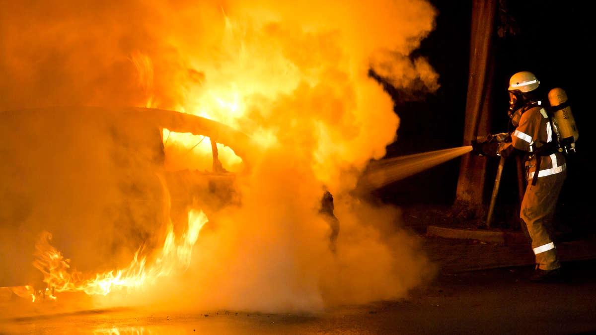 nach gewaltsamem ehestreit in moosburg auto geht in flammen auf moosburg. Black Bedroom Furniture Sets. Home Design Ideas