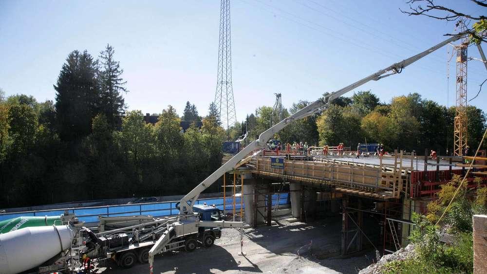Bekannt 1000 Kubikmeter Beton für die neueAutobahn-Brücke   Germering PO57