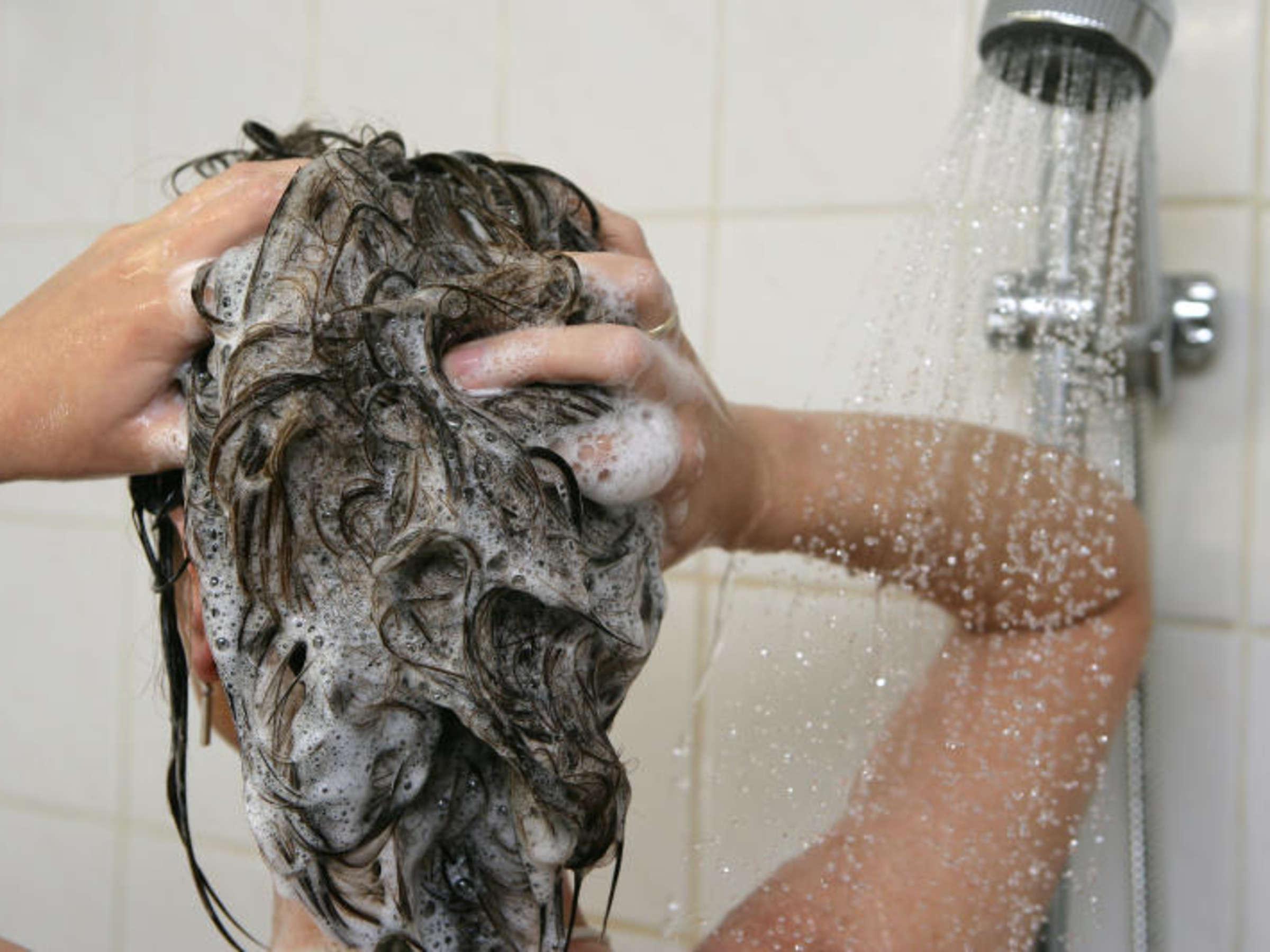 Schimmel entfernen in der Dusche – mit diesen Hausmitteln   Wohnen