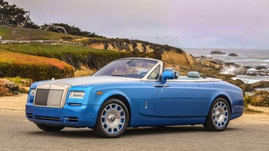 Ex-Fußballer David Beckham setzt bei seinenAutos auf Briten: In seinem Besitz befinden sich ein Rolls Royce Phantom Drophead (wie im Bild) in Cabrio-Variante und eine Ghost-Limousine. Außerdem steht in seiner Garage ein Bentley Continental Supersport und Mulsanne. Bei der Farbe hält sich der Ex-Sportler zurück - seine Fahrzeuge glänzen in allen Schwarzschattierungen.