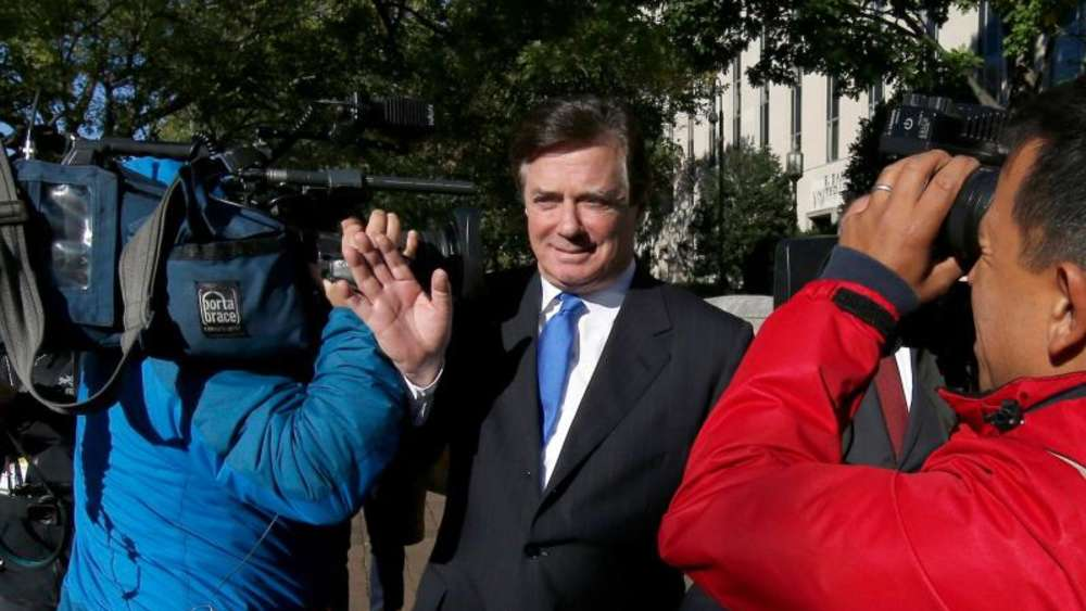 "Paul Manafort, der frühere Wahlkampfmanager von US-Präsident Donald Trump, verlässt das Bundesgericht (""Federal District Court"") in Washington. Foto: Alex Brandon"