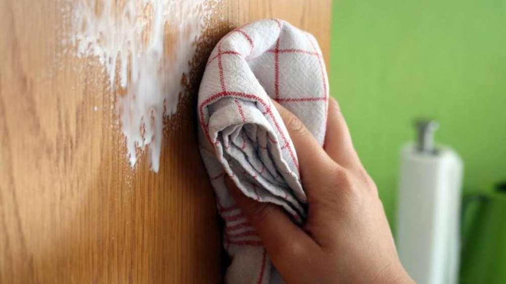 Rubbeln Und Spülmittel Aufkleber Von Der Tür Entfernen Wohnen