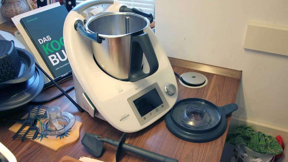 Nützlich oder nur teuer? Küchenmaschinen mit Kochfunktion im Test ...