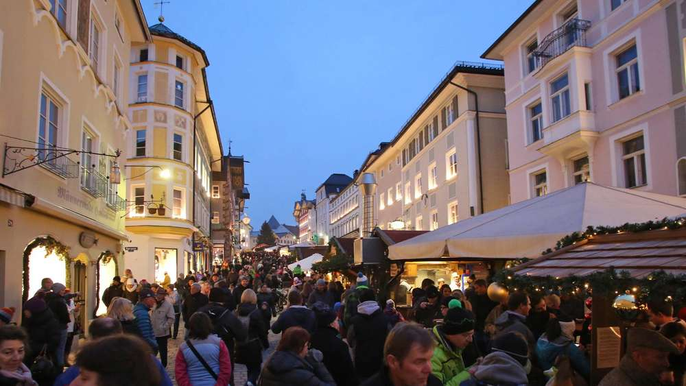 Totensonntag Weihnachtsmarkt.Christkindlmarkt öffnet Früher Shopping Statt Totengedenken Bad Tölz