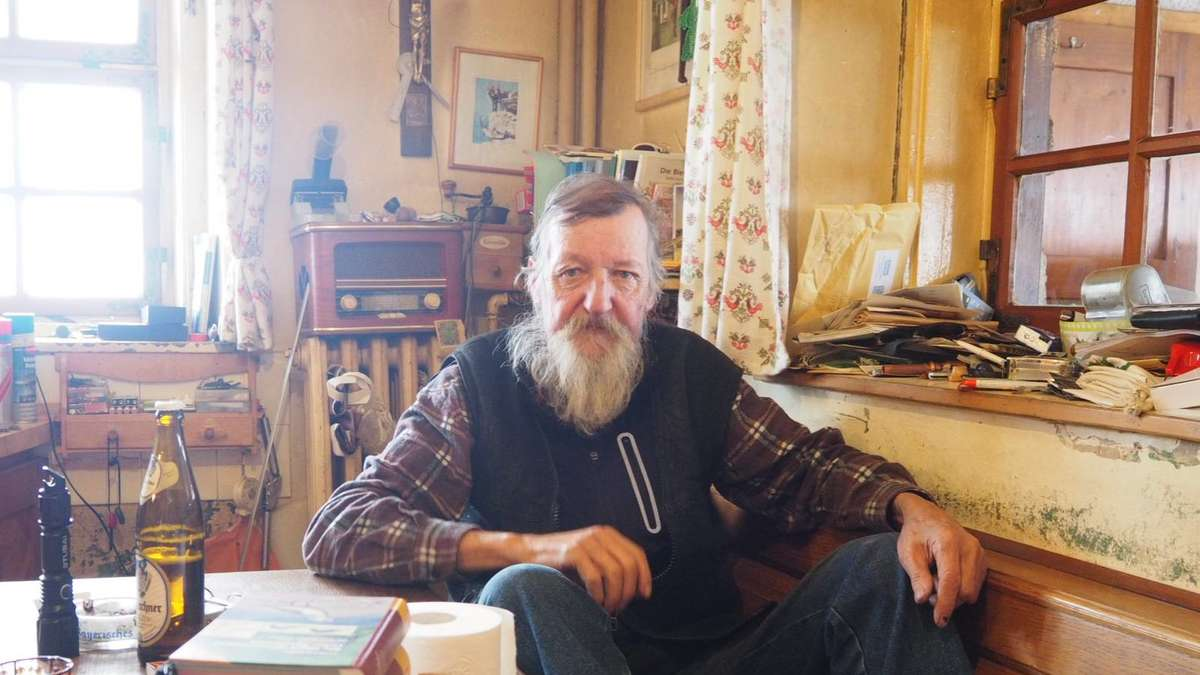warum dieser mann weihnachten allein auf seiner bergh tte. Black Bedroom Furniture Sets. Home Design Ideas