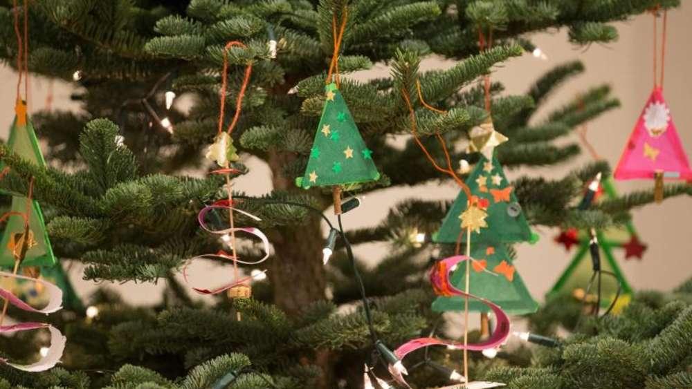 Bis Wann Bleibt Der Weihnachtsbaum Stehen.Weihnachtsbaum Aufstellen So Steht Er Sicher Wohnen