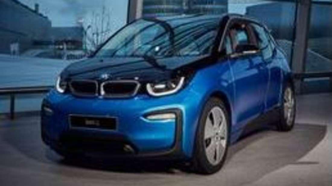 Der BMW i3 schafft es auf einen Medaillenplatz. Er zählt zu den drei beliebtesten gebrauchten Elektroautos. Sein Motor leistet 170 PS. Die Ladezeit beträgtfünfeinhalb Stunden. Neu kostet er rund 35.000 Euro. Als Gebrauchter kostet er 29.300 Euro.