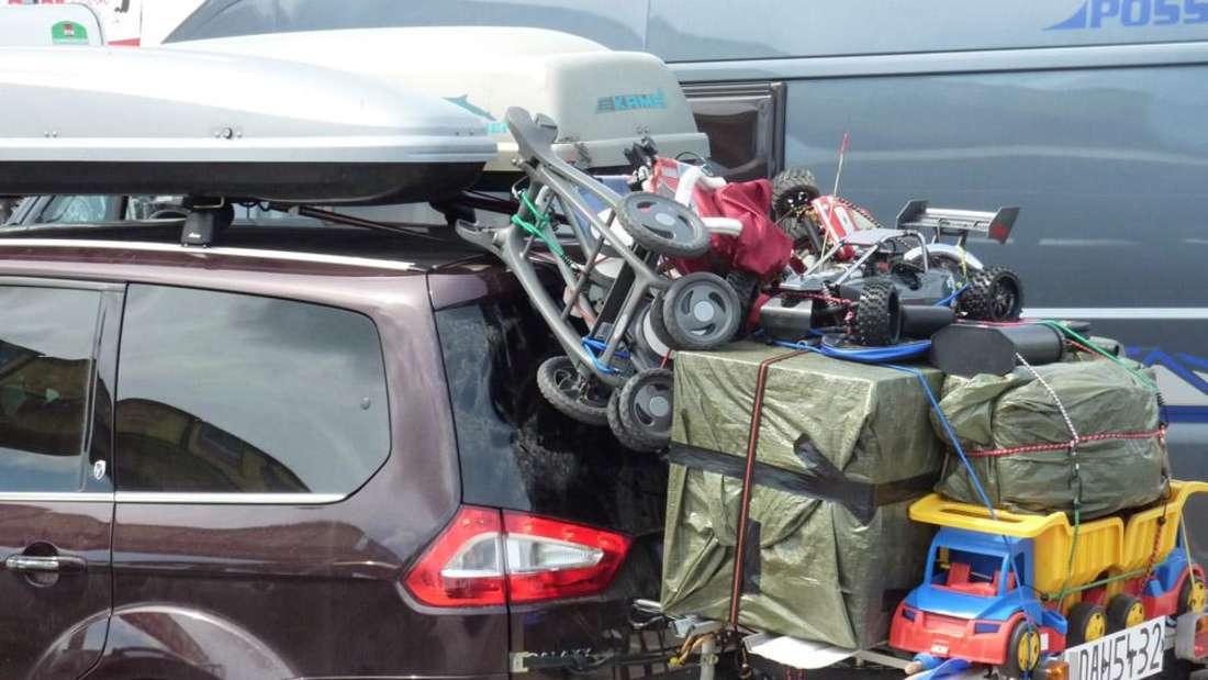 Wenn das Auto zum Packesel wird, sorgt eine Dachbox für zusätzlichen Stauraum.