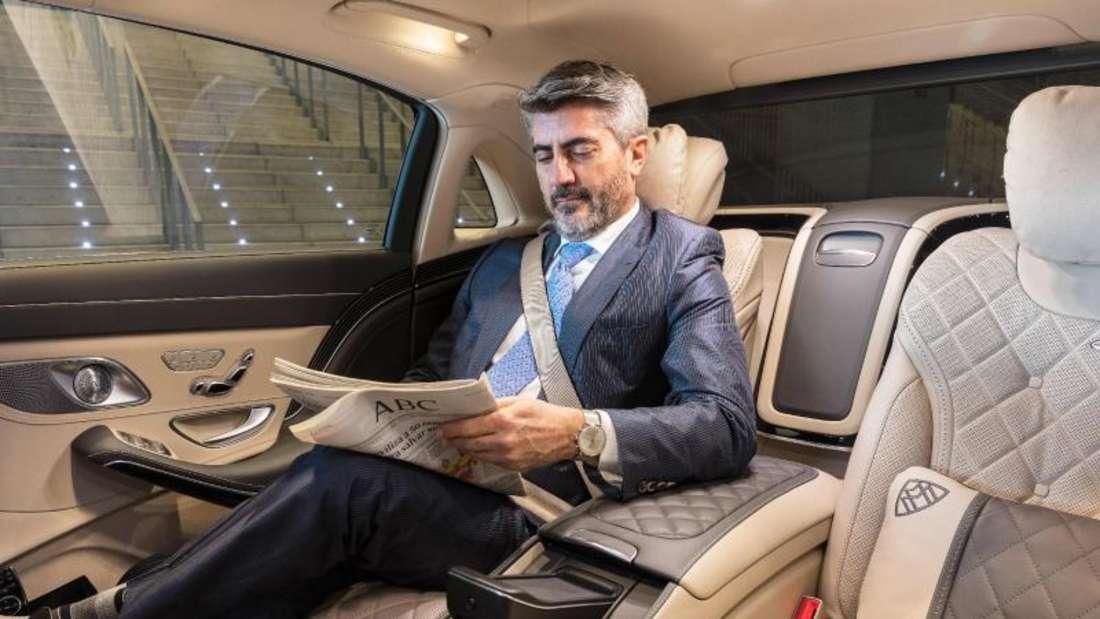 Luxusklasse: Im Mercedes-Maybach können auch die Fondpassagiere auf besonders ergonomischen Sitzen logieren. Foto: AGR/Daimler AG/dpa-tmn
