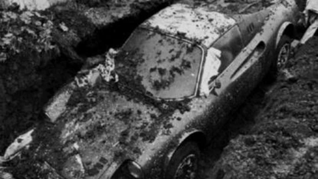 Spektakulärer Fund: Der Ferrari Dino 246 GTS wurde 1978 aus dem Garten geborgen.