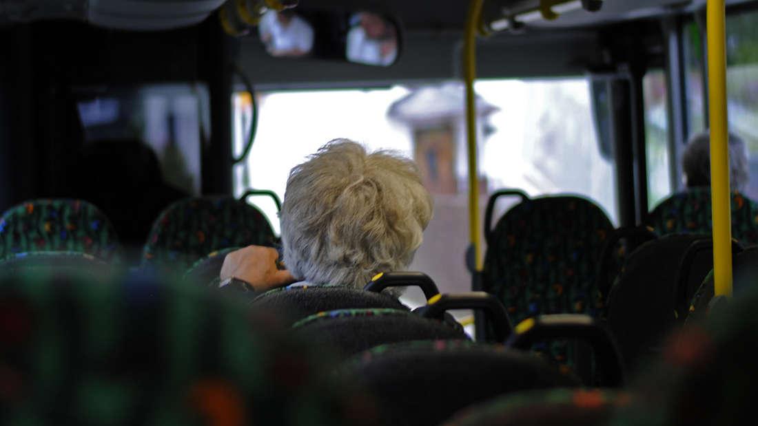 Führerschein abgeben und kostenlose Jahreskarte erhalten: Busfahren ist für Senioren eine bequeme und sichereAlternative.