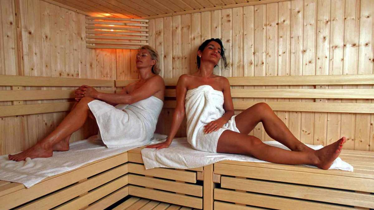 sauna betreiber bestehen auf nackte tatsachen bad t lz. Black Bedroom Furniture Sets. Home Design Ideas