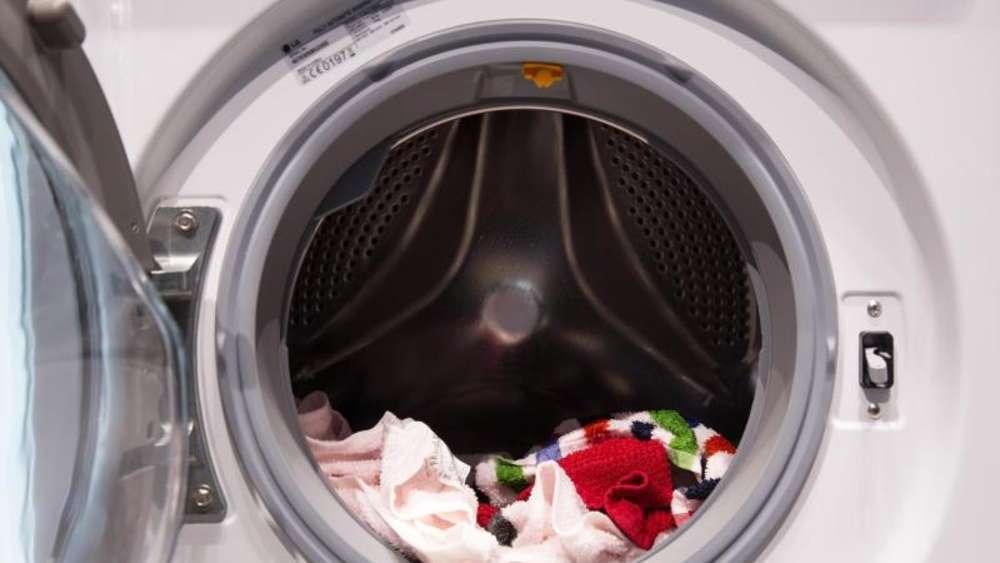 Schwarze wäsche hat weiße flecken nach dem waschen