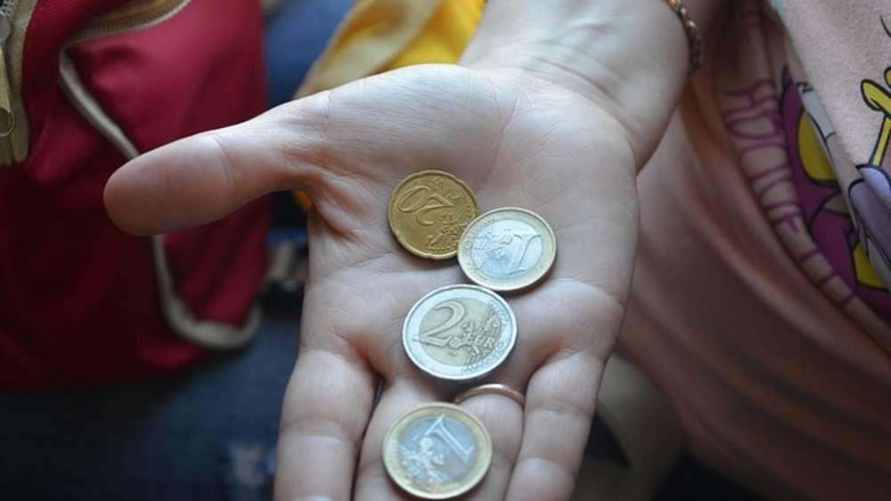 Entdecken Sie Das Auf Euromünzen Winken 10000 Euro Und Mehr Geld