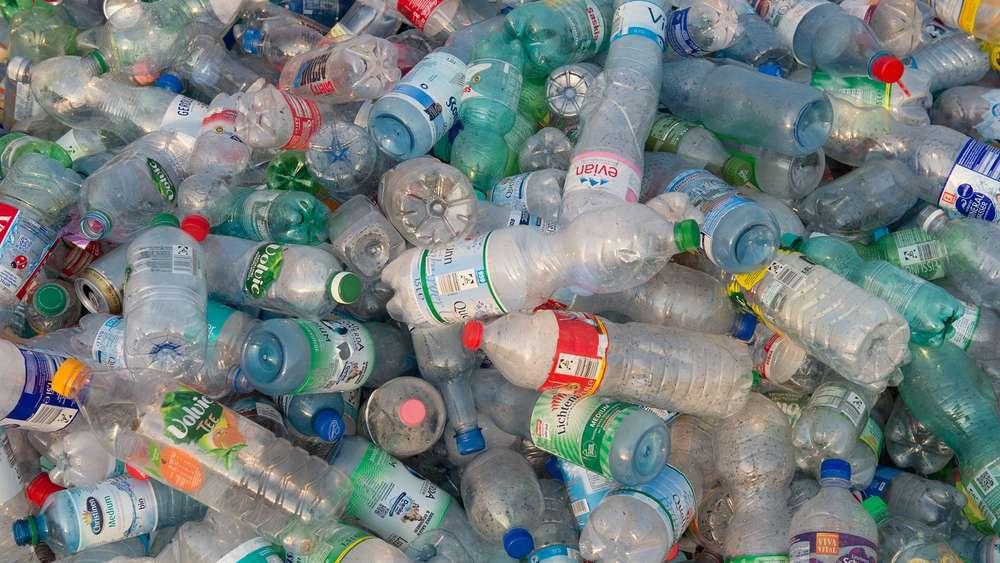 ist wasser aus plastikflaschen wirklich sch dlich f r die gesundheit gesundheit. Black Bedroom Furniture Sets. Home Design Ideas