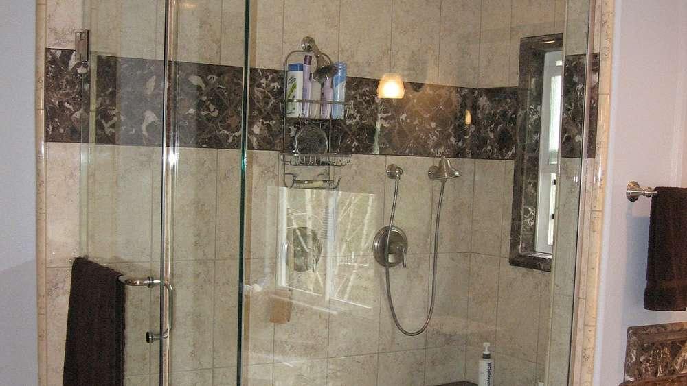 Duschkabine Reinigen Diese Hausmittel Helfen Auf Jeden Fall Weiter - Wie reinige ich fliesen