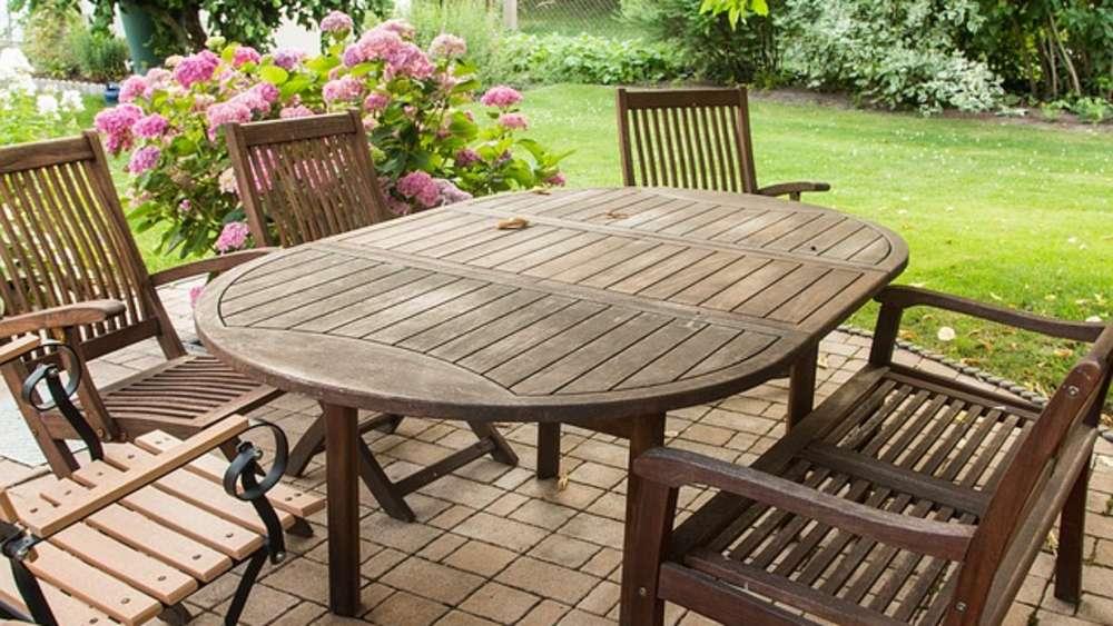 Egal Ob Aus Holz, Plastik Oder Metall: Gartenmöbel Reinigen Sie Mit Alten  Hausmitteln Wieder