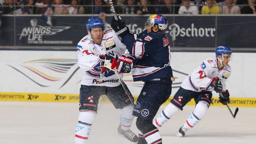 Ice hockey Eishockey DEL RB Muenchen vs Mannheim MUNICH GERMANY 13 SEP 15 ICE HOCKEY DEL De