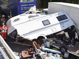 Lkw kracht in Wohnwagen: Schwerverletzte nach Unfall auf A8 ...