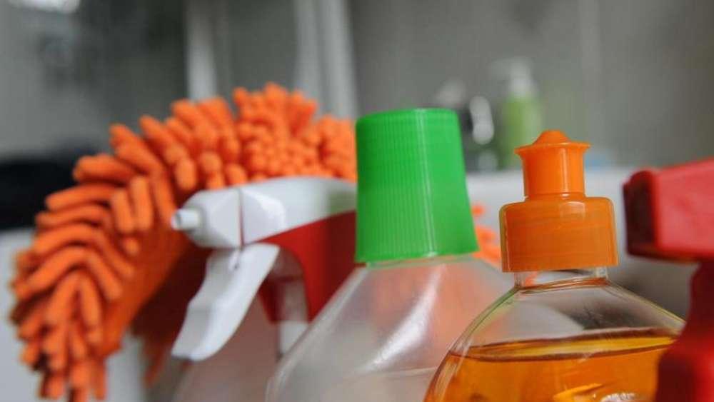 Rauleder höchstens mit destilliertem wasser reinigen wohnen