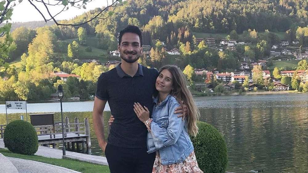 Mats Hummels Grüßt Mit Seiner Frau Cathy Via Instagram Vom Tegernsee