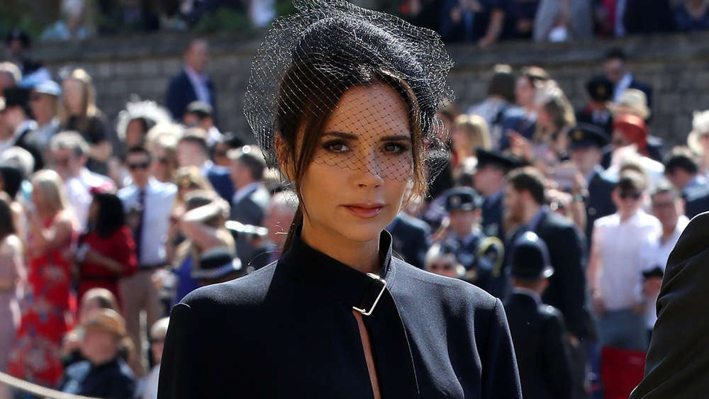 Victoria Beckham So Reagiert Das Netz Auf Ihren Trauer Auftritt Bei