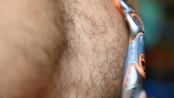 Nackt rasiert frau unten Die Rasur