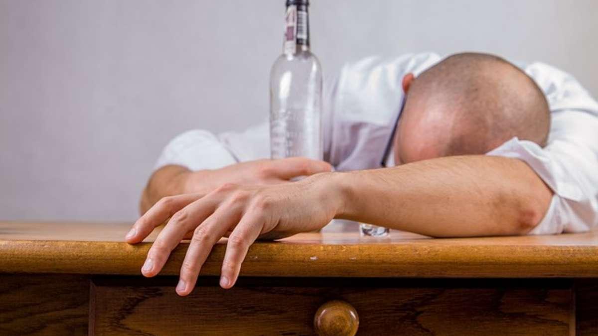 -kater-oder-schon-alkoholallergie-wann-sie-besser-sofort-zum-arzt-sollten