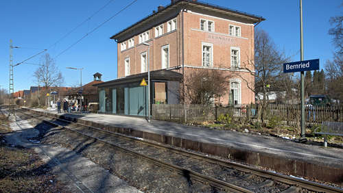 Bauarbeiten am Bahnsteig in Bernried beginnen