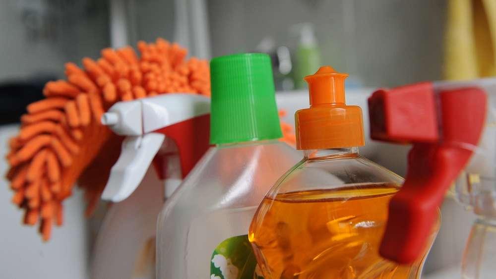 Ammoniak Zum Putzen so gefährlich können putzmittel sein: frau stirbt nach hausputz