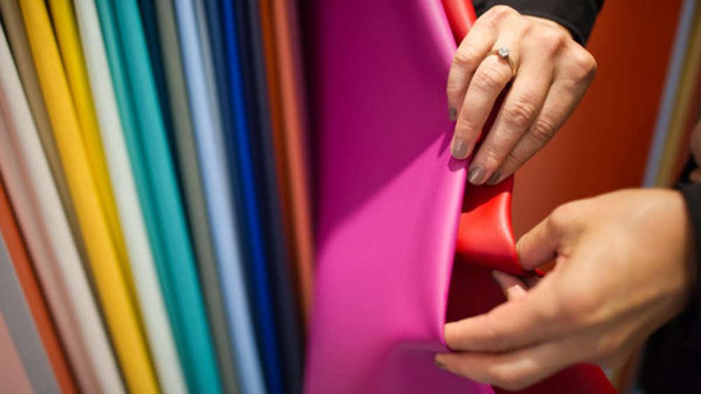 Kunstleder Reinigen Diese Hausmittel Helfen Bei Schmutz Auf Sofa