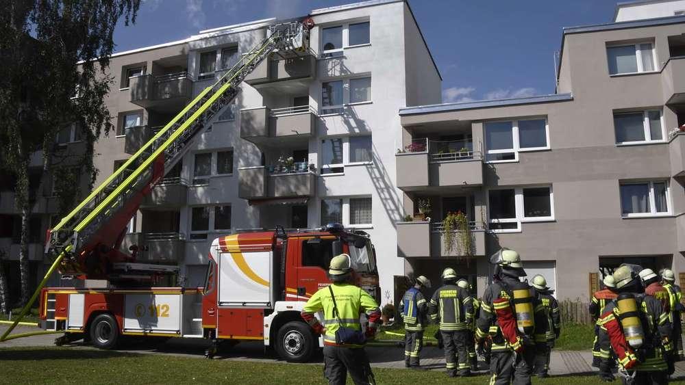 Auto Kühlschrank Kleinanzeigen : Ottobrunn feuerwehr muss im stock brennenden kühlschrank auf