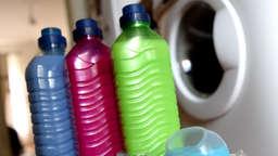Schimmel entfernen in der Dusche - mit diesen Hausmitteln   Wohnen