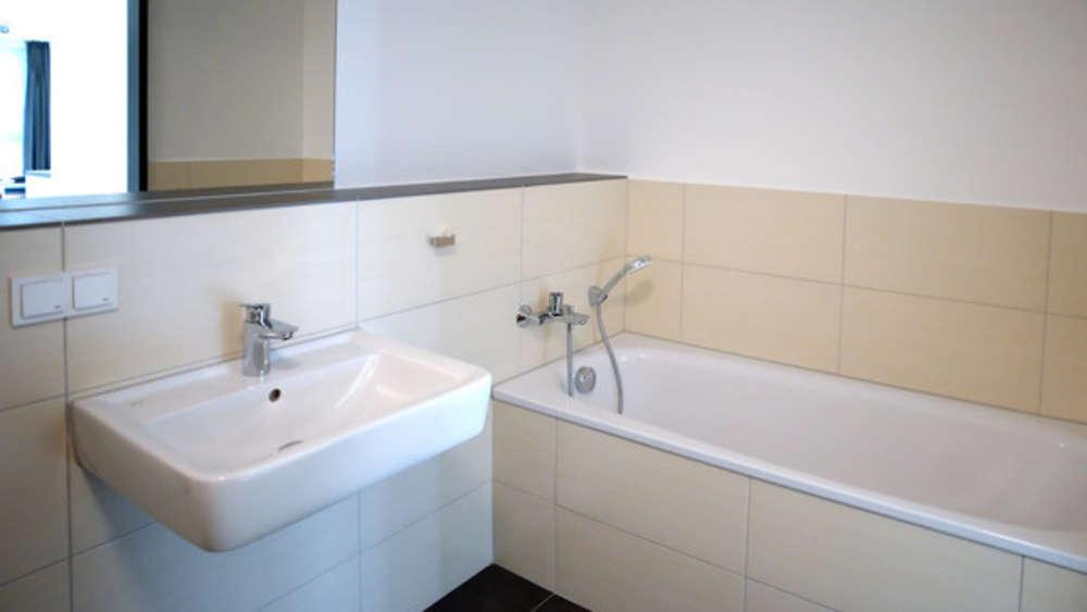Badewanne reinigen: So einfach funktioniert es mit Natron ...