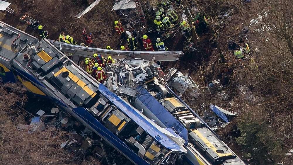 Nach Zug Katastrophe Von Bad Aibling Bahn Zahlt Für Witwe
