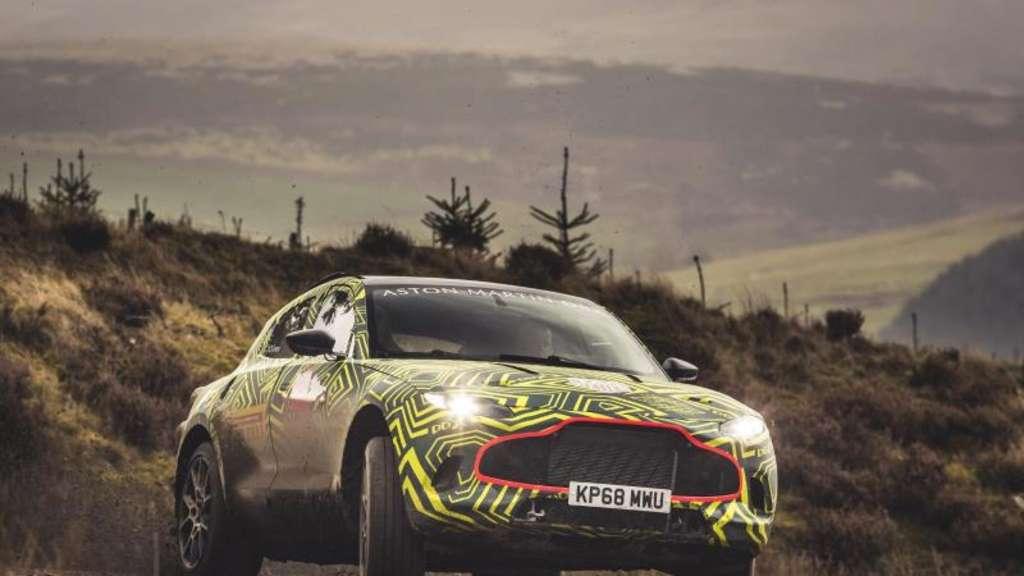 Jungfernfahrt im Gelände: Mit dem DBX bringt Aston Martin erstmals ein SUV. Foto:Aston Martin