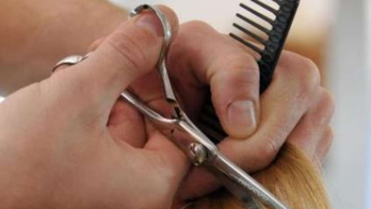 D-nermesser-statt-Schere-Friseur-greift-Konkurrenten-an