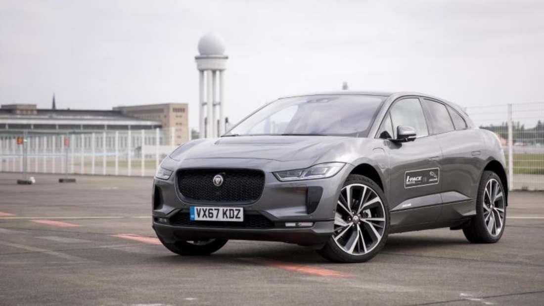 4,8 Sekunden braucht der I-Pace von Jaguar für den Sprint von 0 auf 100 km/h. Der Hersteller verspricht eine Reichweite bis 470 Kilometer mit dem Elektromotor. Foto: Florian Schuh