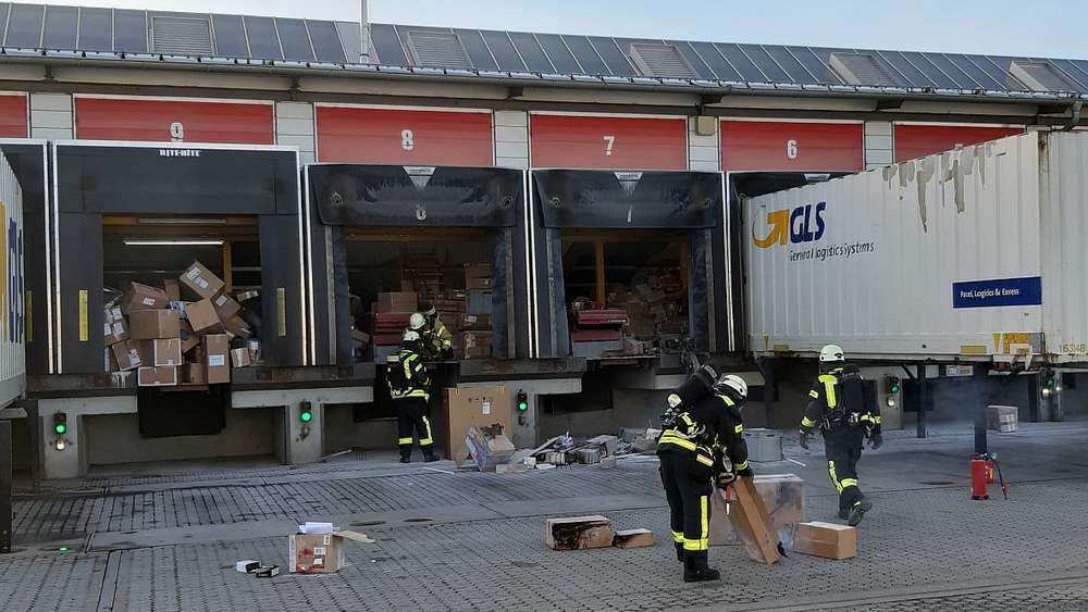 Erdingbayern Brandstiftung Im Paket Depot Mitarbeiter